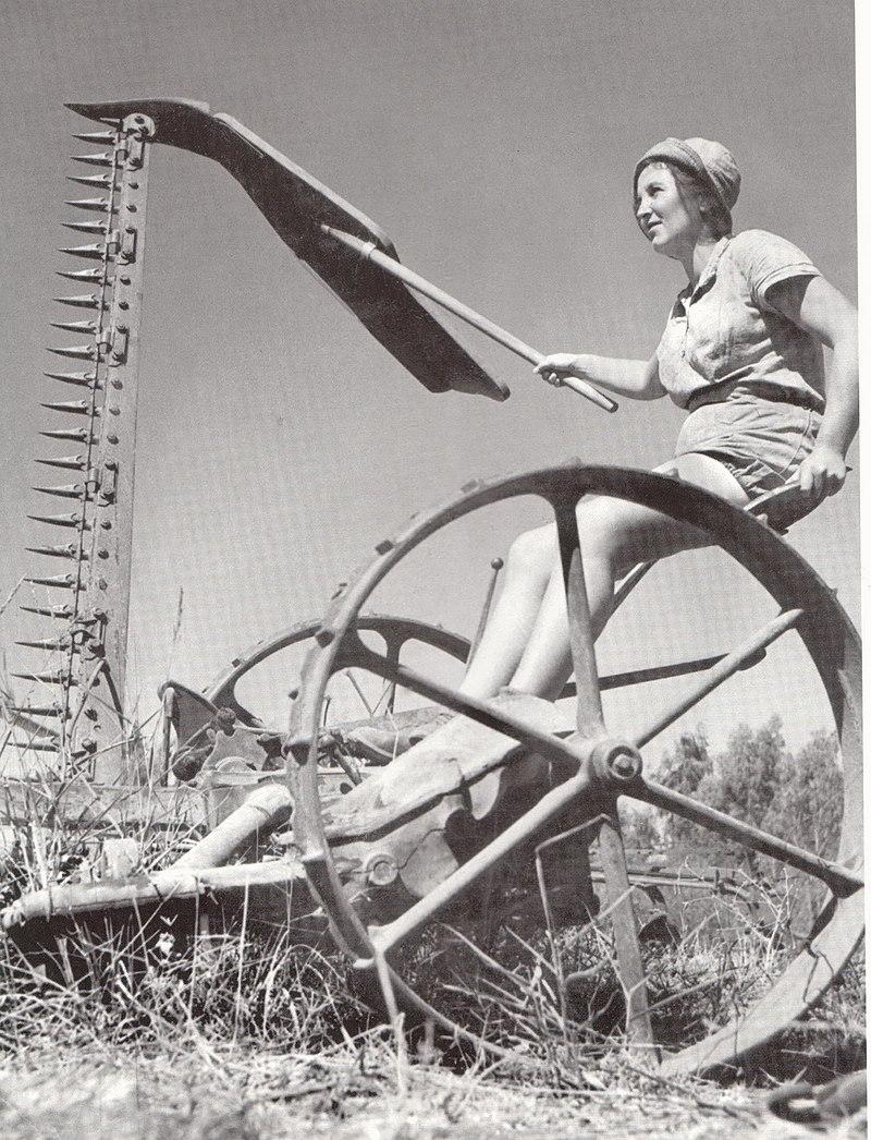 הפעלת מכונה חקלאית