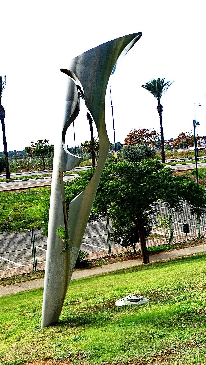 פסל חוצות בפארק רעננה