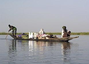 a3c77ee389 Una piroga sul fiume Niger in Mali