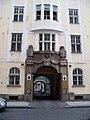 Platnéřská 4, křižovnický klášter, portál.jpg