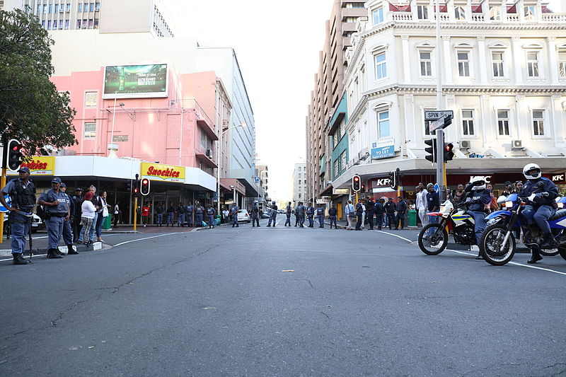 File:Police blocking Plein Street, Cape Town.JPG