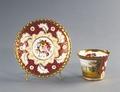 Porslin. Kopp med fat. Rött och guld i dekoren - Hallwylska museet - 89100.tif