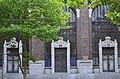Portail d'entrée de l'université du travail Paul Pastur ( bâtiment Gramme) à Charleroi.jpg