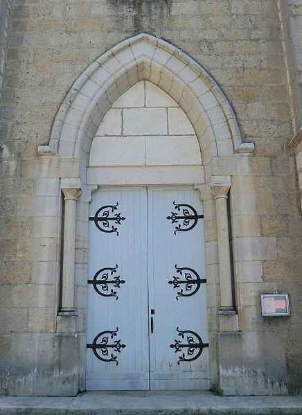 Portail de l'église de l'Annonciation de La Burbanche.