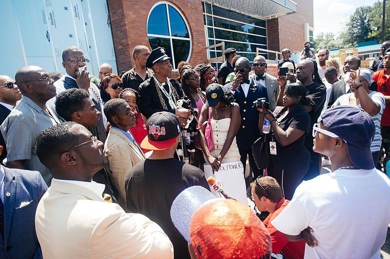 File:Protest at Ferguson police dept.jpg