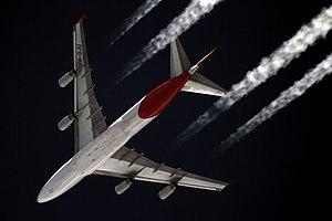 Cruise (aeronautics) - A four-engined Qantas Boeing 747-400 jet in cruise