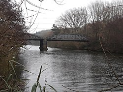 Rail bridge over the River Thames, carrying the Cherwell Valley line 03.jpg