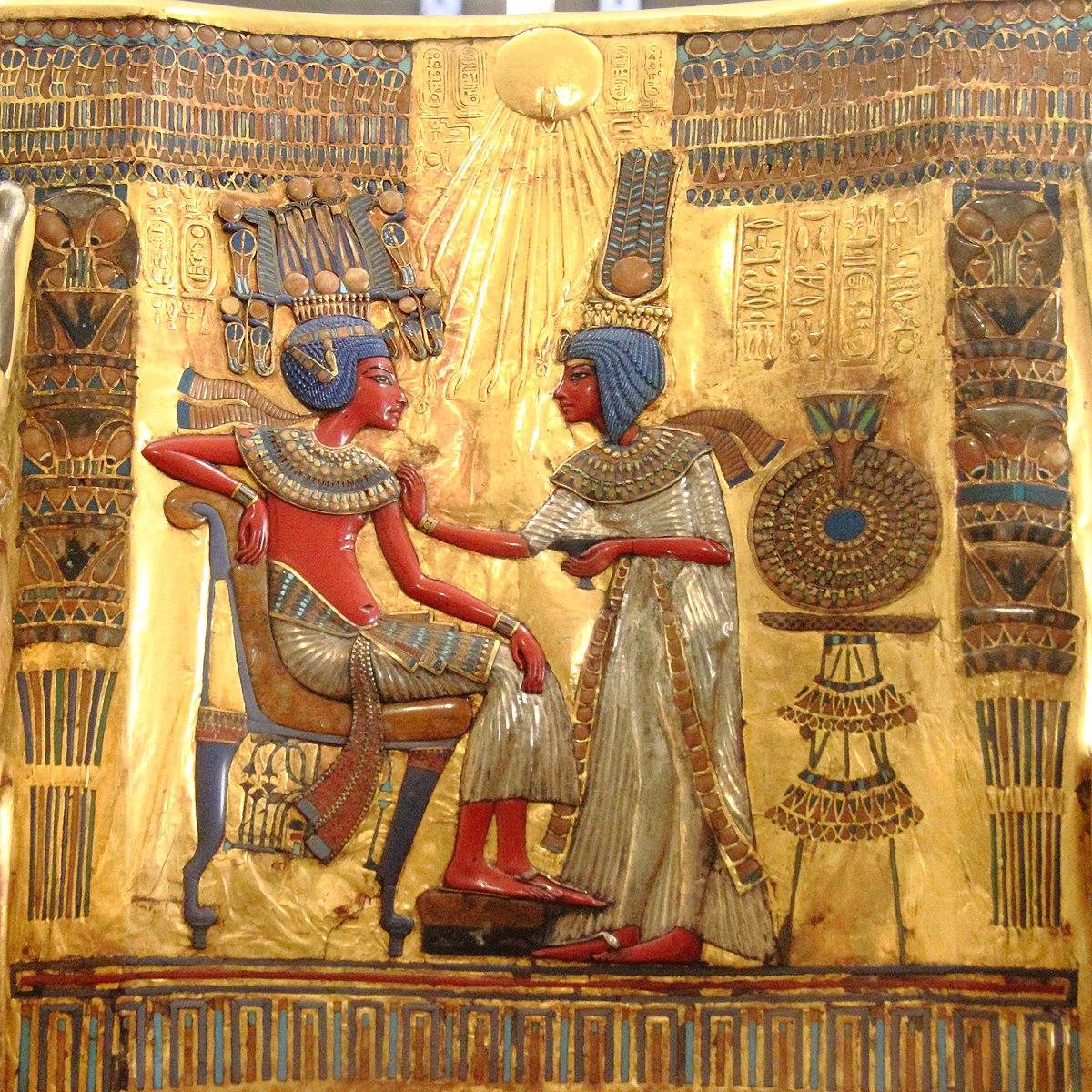 Respaldo del trono de oro de Tutankamon.jpg