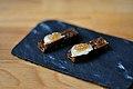 Restaurant Marv & Ben Stegt rugbrød med røget marv og syltede sagogryn (5854644792).jpg