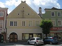 Retz-Haus Hauptplatz 19-01.jpg