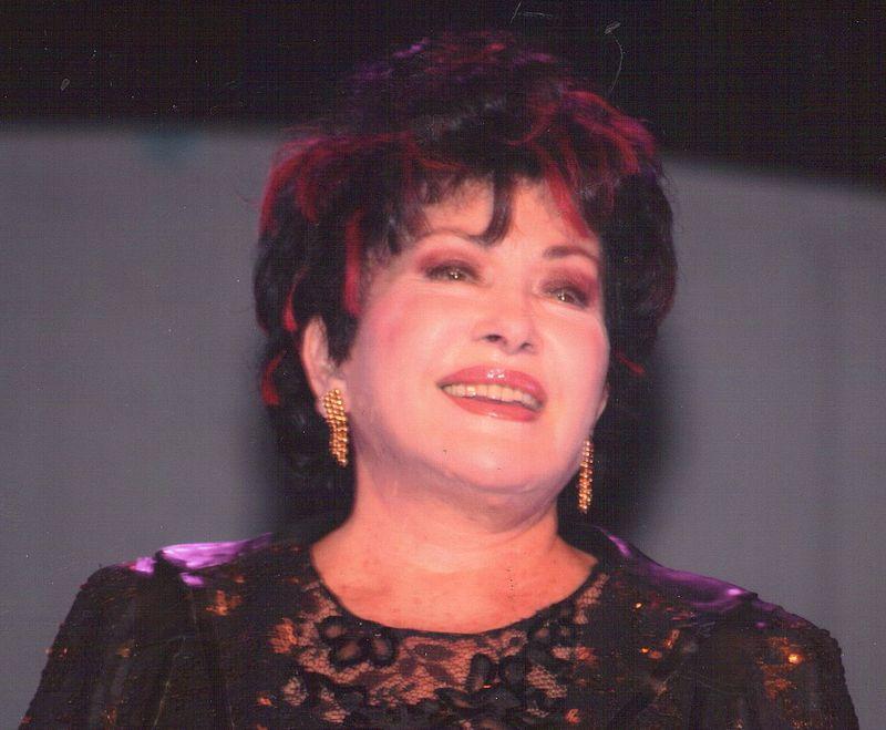 Rika Zaraï lors de la tournée Âge tendre et tête de bois en 2007 | Photo : Wikimedia.