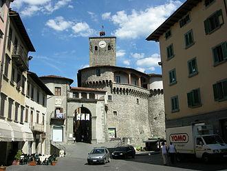Castelnuovo di Garfagnana - Image: Rocca aroistesca, esterno 03
