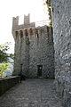 Rocca di Arquata del Tronto - porta di ingresso al torrione esagonale.jpg