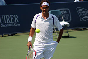 Roger in his quarterfinal match at the 2007 Ci...