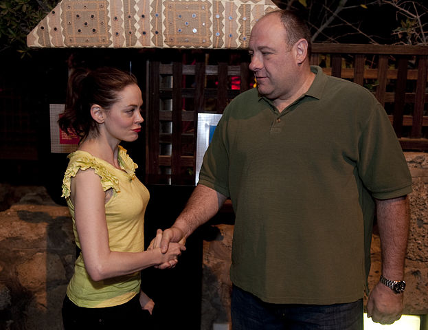 Rose McGowan James Gandolfini 100331-N-0696M-280.jpg