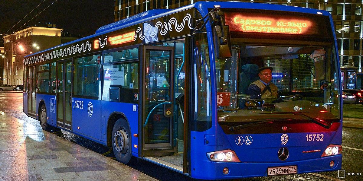 Где останавливается автобус по линиям метро садовая