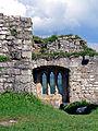 Ruine Hohen Urach; Fenster im großen Saal des gotischen Baus (7575105274).jpg