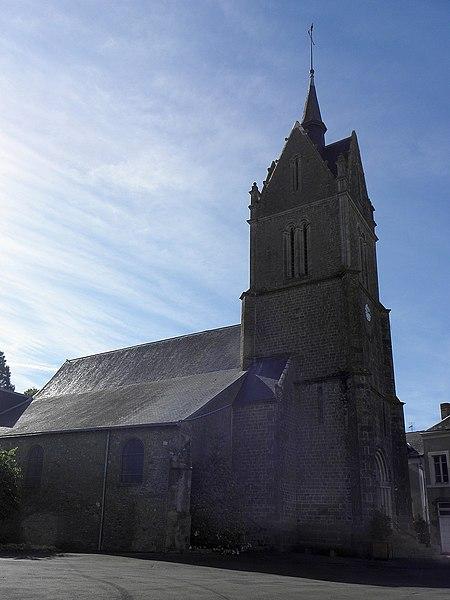 Flanc nord de l'église de Saint-Pierre-sur-Orthe (53).