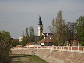 Saint Martin church and Koros river bed, Kunsztmarton hu.jpg
