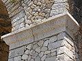 Santuario di Monte Sant'Angelo. Terrazza inferiore. Ghiera e cornice decorativa pilastri (part.).JPG