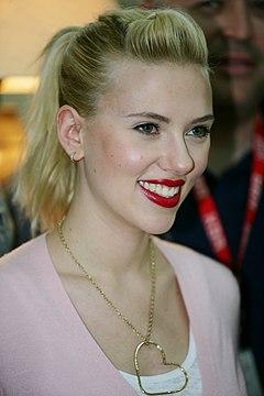 http://upload.wikimedia.org/wikipedia/commons/thumb/c/c7/Scarlett_Johansson_in_Kuwait_02.jpg/240px-Scarlett_Johansson_in_Kuwait_02.jpg