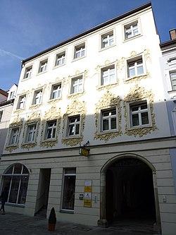 Schmales Wohnhaus, Fraunhoferstr. 13 und 15, Straubing.JPG
