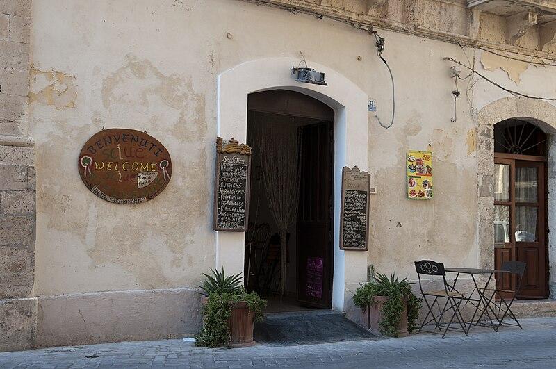 File:Sciue Sciue restaurant in Siracusa, Sicily, Italy (4894724394).jpg