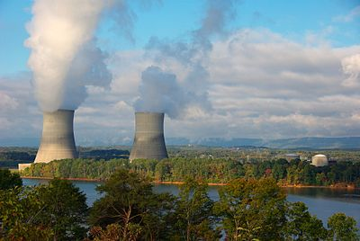 The twin cooling towers and reactor containment buildings of TVA's Sequoyah Nuclear Plant north of Chattanooga, Tennessee. Sequoyah Nuclear Power Plant.JPG