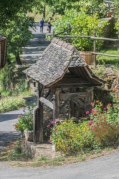 File:Shelter in La Vinzelle.jpg
