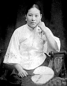 portrait photo of Shi Jianqiao