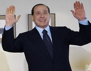 {{it|Silvio Berlusconi in Giappone.