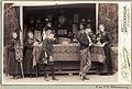 Skansens vårfest 1895. Herre i cylinderhatt, kvinnor och pojke i samiska kläder vid bod med samehantverk - Nordiska Museet - NMA.0041251.jpg