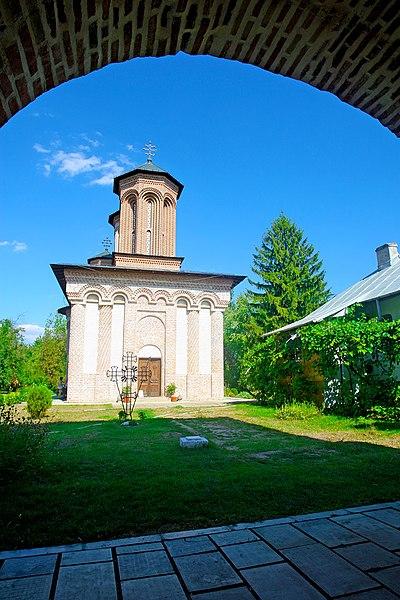 Fișier:Snagov manastire.JPG