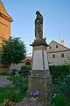 Socha Panny Marie před kostelem, Pavlov, okres Šumperk.jpg
