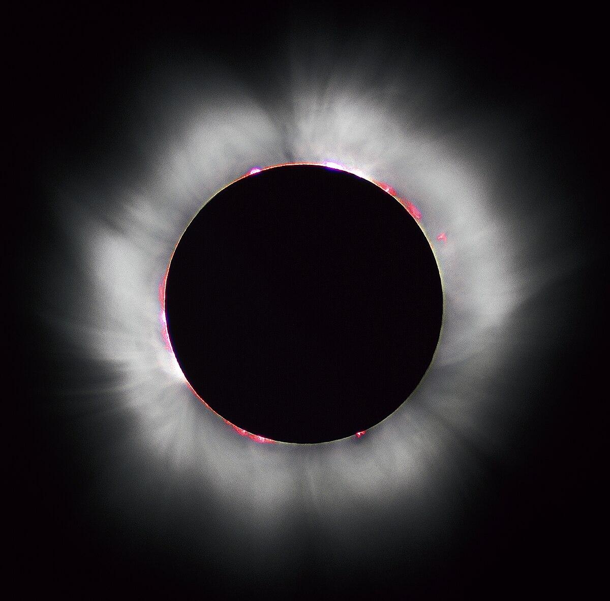 1200px-Solar_eclipse_1999_4.jpg