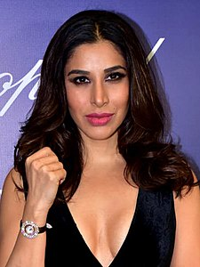 Sophie Choudry graces at Timekeepers Chopard event (07) (cropped).jpg