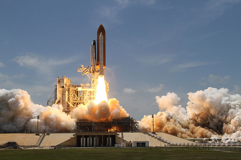 http://upload.wikimedia.org/wikipedia/commons/thumb/c/c7/Space_Shuttle_Atlantis_launches_from_KSC_on_STS-132.jpg/800px-Space_Shuttle_Atlantis_launches_from_KSC_on_STS-132.jpg