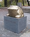 Spomenik žabi Karlovac.jpg