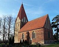 Stäbelow Kirche bei Westsonne.jpg