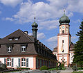 St Trudpert Gästehaus St Josef und Kirchturm.jpg