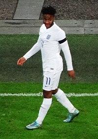 Sterling jugando para Inglaterra en 2015 5f68657884bf5