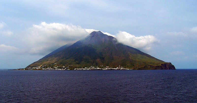 File:Stromboli-view.jpg