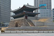 Sungnyemun back right.jpg