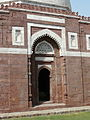 Tomb of Ghiyasuddin Tughlaq entrance (3318224639).jpg