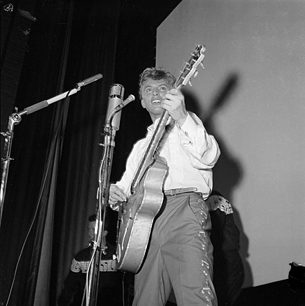 Tommy Steele, one of the first British rock and rollers, performing in Stockholm in 1957 Tommy Steel 1957.jpg