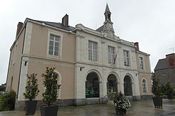 Town hall of Bain-de-Bretagne.JPG