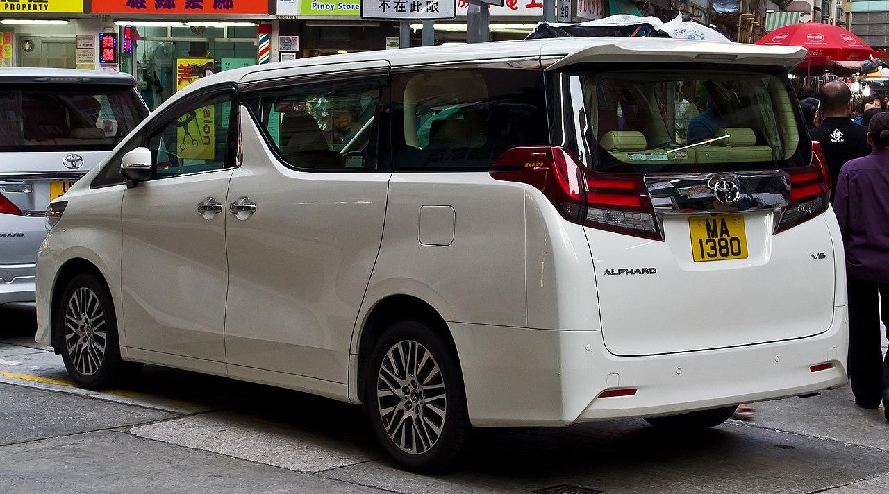 File:Toyota Alphard 350 V6 (III) – Heckansicht, 2. April