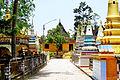 Trong khuôn viên chùa Xà Tón (2).jpg