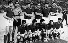 Rosato (in piedi, terzo da destra) con gli azzurri vittoriosi al campionato d'Europa 1968
