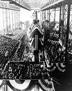 US Navy 120120-N-ZZ999-003 In this file photo taken Jan. 21, 1954, spectators gather around the nuclear-powered submarine USS Nautilus (SSN 571) du.jpg